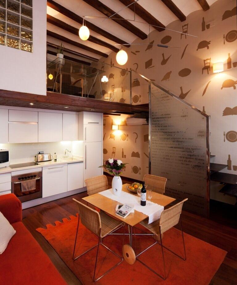 Barcelona Apartment View: Barcelona Luxury Apartment Review: La Casa De Les Lletres